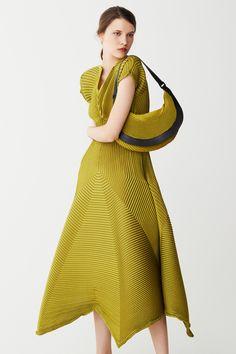 Défilé Issey Miyake Pré-collections automne-hiver 2017-2018 24
