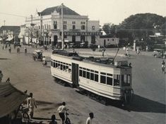 Romancing Vintage Jakarta: When Trem Was The Way di simpang Senen-Kramat-Kwitang Old Pictures, Old Photos, Indonesian Art, Dutch East Indies, Dutch Colonial, San Fransisco, Old Building, Historical Pictures, Jakarta