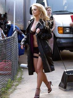 mumblo-number-five: Kate Mara - Kate Mara - Sexy Pics & GIFs - Hot Celebrities Britney Spears Photos, Jennifer Lopez, Mick Schumacher, Beautiful Female Celebrities, Look At You, Taylor Swift, Girls Club, Sexy Women, Street Chic