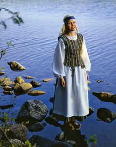 Kainuu regional clothing. Folk Costume, Costumes, Norway Viking, Viking Dress, Black And White Pictures, People Around The World, Homeland, Traditional Dresses, Folklore