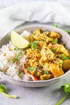 This healthy Chicken Satay Curry is quick and easy to get on the table in under 30 minutes. The sauce is sugar free, and the dish is packed with veges. It comes together with a thick and creamy satay curry sauce that is easy to adjust the level of spiciness up or down according your your tastes. Chicken Satay Curry, Healthy Chicken, Chicken Recipes, Coriander Cilantro, Onion Chicken, Curry Sauce, Just Cooking, Curry Recipes, Clean Eating Recipes