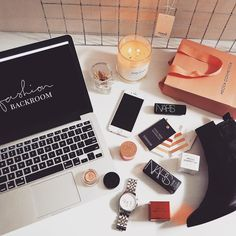 Desk sitch this morning  #fashionbackroom . . . . . . #style #fashion #onlineshopping #fashionblogger #ootd #expressdelivery #sydneyfashionblogger #melbournefashionblogger #modellife #luxe #outfitgoals