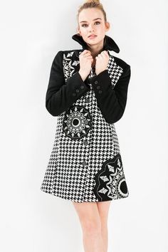 Desigual Houndstooth print coat. Discover the fall-winter 2015 collection!