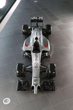 Formula One temporada 2014: McLaren.   El MP4-29 de McLaren es el primero en ser presentado entre las escuderías importantes de la F-1. A primera vista, destaca su impresionante (y feo para la mayoría de aficionados) frente, consecuencia del nuevo reglamento técnico de la categoría.