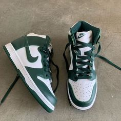 Dr Shoes, Swag Shoes, Nike Air Shoes, Hype Shoes, Me Too Shoes, Sneakers Nike, Jordan Shoes Girls, Girls Shoes, Roupas Brandy Melville