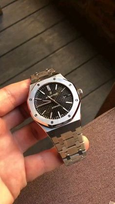 Cool Watches For Women, Luxury Watches For Men, Male Watches, Stylish Watches For Men, Audemars Piguet Watches, Audemars Piguet Royal Oak, Watch Engraving, Amazing Watches, Expensive Watches