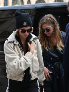 Cara Delevingne cuddles up to girlfriend Ashley Benson as they celebrate her Chanel show Ashley Benson Hair, Ashley Benson Style, Hanna Marin, Pretty Little Liars, Celebrity Couples, Celebrity Style, Cara Delevingne Style, Cute Lesbian Couples, Chanel