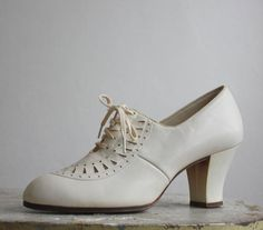 a73154d438a 1930s white leather oxfords   size 5 Oxford Heels