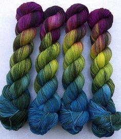 I made a really inappropriate noise when I saw this: Ravelry: Socknrolla handgefärbte Sockenwolle - Love Yarn Crochet Yarn, Knitting Yarn, Garnstudio Drops, Yarn Inspiration, Spinning Yarn, Yarn Stash, Ravelry, Sock Yarn, Hand Dyed Yarn