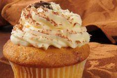 <p>26/02/2016/Cocina y vino/YR Una vez haya probado el exquisito sabor de estos cupcakes olvidará el largo proceso de la receta. Se les llama cupcakes de tiramisú porque son hechos a base de un relleno de crema de café y porque…</p>