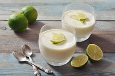 Light Key Lime Dessert cup very hot water 1 teaspoon unflavored gelatin cup Key lime juice 14 ounce can fat free sweetened condensed milk 1 cup Daisy Light Sour Cream - Unflavored Water - Ideas of Unflavored Water Key Lime Desserts, Cold Desserts, Sugar Free Desserts, Easy Desserts, Delicious Desserts, Dessert Recipes, Easter Recipes, Panna Cotta, Gelatin Recipes