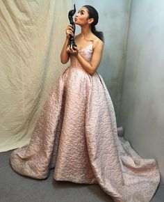 Filmfare best actress Alia Bhatt shines in an Atelier Prabal Gurung abstract floral ashes of rose silk matelassé gown. Styled by Bollywood Stars, Bollywood Fashion, Alia And Varun, Prabal Gurung, Alia Bhatt, Bollywood Celebrities, Latest Pics, Beautiful Actresses, Celebs