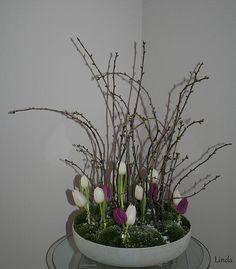 Bloesemtakken bloemstuk - bloemschikken met bloesemtakken en tulpen tijdens de winter