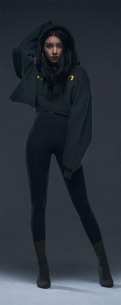 여성을 위한 오버핏 크롭후디! 짧은 기장이 부담스러우면 하이웨스트 팬츠와 연출해주세요. MODEL : 167 cm / L size