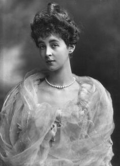 """Consuelo Vanderbilt was an American heiress who married into the British aristocracy. Hers and other American money/British aristocracy marriages inspired the storyline of the Cora & Robert Crawley characters of """"Downton Abbey"""". Churchill, Old Photos, Vintage Photos, Alva Vanderbilt, Charles Spencer, Sir Anthony, Edwardian Era, Victorian Ladies, Vintage Ladies"""