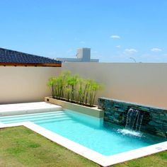 Moderne pools with scualo modern pools Small Backyard Pools, Backyard Pool Landscaping, Backyard Pool Designs, Small Pools, Swimming Pool Designs, Outdoor Pool, Modern Backyard, Luxury Swimming Pools, Dream Pools