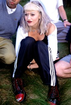 gwen stefani is so hot right now my style ⛓ гвен стефани Gwen Stefani 90s, Gwen Stefani No Doubt, Gwen Stefani Style, Young Gwen Stefani, Hip Hop Outfits, 2000s Fashion, Fashion News, Fashion Trends, Fat Fashion