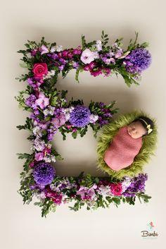Newborn baby girl #bimbiphotobaby #flowers #initial #bimbiphotobaby #baby #babygirl #newborn #newbornphotography #newbornphotographer #fotografiadebebes #cute #love #bambino #bimbi #kinder #bebé