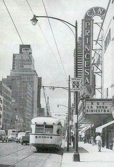 Donde hoy està la Plaza Meave existiò el Cine Princesa. La Avenida San Juan de Letran habia sido ya ampliada. Foto de 1954