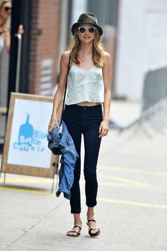 What Tops to Wear with Jeans - 4 tips to consider - Glam Bistro