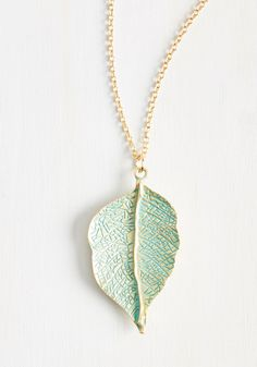 Leaf Your Worries Behind Necklace. Traveling can be stressful, but this golden necklace eliminates the need to pack any other accessories - one less thing to worry about! #gold #modcloth