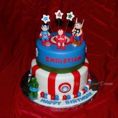 Avengers Birthday Cake  Handmade gumpaste figures #avengers #superhero