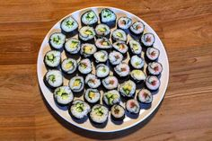 How to make a sushi roll - Hello-Kitchen Japan Sushi, Sprouts, Rolls, Vegetables, Ethnic Recipes, Kitchen, How To Make, Food, Recipies