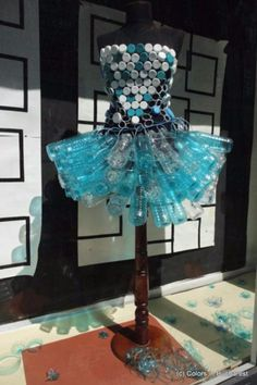 Diy Fashion Recycling Plastikflaschen Ideen Source by carriesowright . Plastic Bottle Art, Bottle Cap Art, Plastic Art, Recycle Plastic Bottles, Plastic Recycling, Bottle Bottle, Water Bottles, Recycled Costumes, Recycled Dress