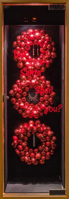 https://flic.kr/p/BFNLZH   Visual Merchandising Arts - Holiday Windows 2015