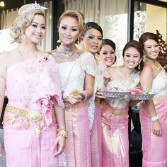 love the bride's sideswept hairstyle Cambodian wedding. love the bride's Laos Wedding, Cambodian Wedding, Ethnic Wedding, Khmer Wedding, Wedding Bride, Wedding Gowns, Dream Wedding, Cambodian Art, Always A Bridesmaid