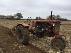Allis-Chalmers UC Tractor on the Plow Antique Tractors, Vintage Tractors, Old Tractors, Vintage Farm, Pictures Of America, Allis Chalmers Tractors, Old Farm Equipment, Farming, Agriculture