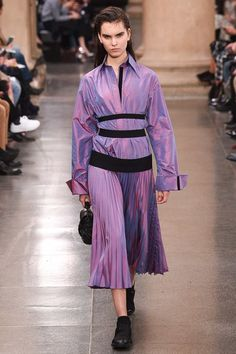 See the complete Christopher Kane Fall 2017 Ready-to-Wear collection.