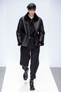 Margaret Howell unveiled their Fall/Winter 2019 collection (included men's and women's looks) at Rambert for London Fashion Week. Fashion Week Hommes, London Fashion Week Mens, New York Fashion, Men's Fashion, High Fashion Men, Fashion Shoes, Margaret Howell, Male Fashion Trends, La Mode Masculine
