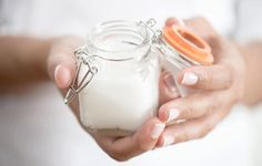 Anti Aging Remedies Yarrow Anti-wrinkle Skin Refresher Cream - Health and Wellness - Mother Earth Living - Make this homemade anti-aging lotion with yarrow for skin that stays healthy and moisturized. Anti Aging Tips, Best Anti Aging, Anti Aging Cream, Anti Aging Skin Care, Homemade Skin Care, Diy Skin Care, Skin Care Tips, Homemade Sunscreen, Aloe Vera