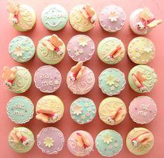Cute Alice in Wonderland cupcakes!