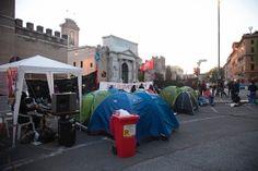 Il giorno dopo la guerriglia, a Porta Pia si svuotano i presidii