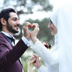 Couple Wedding Poses The Bride Wedding Couple Poses Photography, Wedding Poses, Wedding Photoshoot, Wedding Couples, Photographer Wedding, Cute Muslim Couples, Romantic Couples, Couples Poses For Pictures, Muslim Wedding Dresses