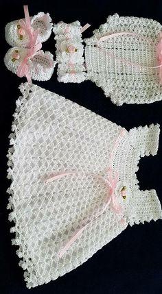 Crochet Headband Pattern Baby Diaper Covers 38 Ideas Source by irisnrobles Dresses Crochet Dress Girl, Crochet Baby Dress Pattern, Baby Girl Crochet, Crochet Baby Clothes, Crochet For Kids, Crochet Patterns, Knitting Patterns, Crochet Baby Headbands, Hand Crochet