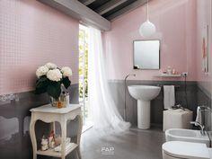 Baño rosa con gris