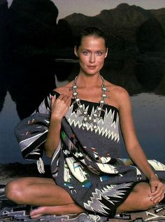 lauren hutton wearing white squash blossom necklace