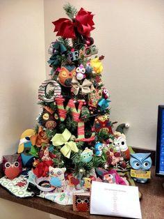 Owl Themed Christmas Tree- I seriously need to do this! Chi O Til I Die O Owl Christmas Tree, Mickey Christmas, Christmas Tree Themes, Christmas Snowman, Christmas Time, Christmas Wreaths, Christmas Crafts, Christmas Wonderland, Christmas Trends