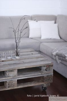 Double pallet table. I kinda wanna make this. (Only I'd paint it and put a glass plate on top - but still.) Pretty grey loveliness galore. Photo: Jorid Kjolsvik Kvam