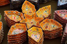Oh boy do I love the popping colors of Turkish pottery. This is a beautiful serving set.