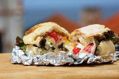 Sandes de Sardinhas com Atum, uma opção rápida e deliciosa! http://grafe-e-faca.com/pt/receitas/varios/sandes-de-sardinhas-com-atum-de-conserva/
