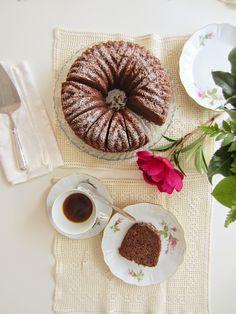 """PiparkakkuAkan kyökki: Aamiaiseksi kakkua? Miksipä ei! Maistelussa """"sitä ..."""