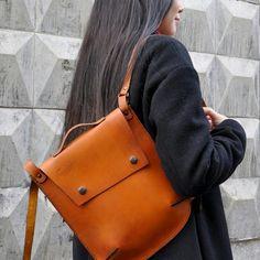 Cachalot ПЕПИТО рюкзак ручной работы из натуральной кожи. размеры : 28х24х5 см одно отделение и кармашек 18х26, ремни регулируются по длине цена 5200 Будьте яркими и стильными! Внутри вы с лёгкостью сможете поместить всё, что может пригодиться днём в большом мегаполисе. #backpack #bags #рюкзак #сумка #подарок #ручнаяработа #натуральнаякожа #сделаноруками #handmade #хендмейд #аксессуарыизкожи #аксессуары #Красноярск #сибирь #cachalot #krsk