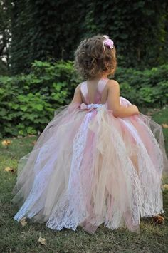 Love this tutu look for the flower girl.