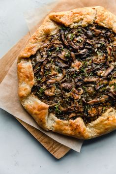 Mushroom Galette - rustic and flavorful, this cremini and shiitake mushroom galette is filled with sharp blue cheese and wrapped in a flaky sour cream pastry dough. This rustic mushroom tart is great for entertaining! Vegetarian Recipes, Cooking Recipes, Healthy Recipes, Mushroom Tart, Mushroom Food, Homemade Sour Cream, Mets, Mushroom Recipes, Stuffed Mushrooms