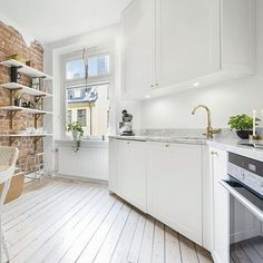 Love this white washed brick wall with marble counter top , so elegant 😍 Kitchen Redo, Kitchen Dining, Eclectic Furniture, Marble Countertops, Scandinavian Interior, Kitchen Interior, Home And Living, Decoration, Counter Top