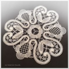 *Au point du plaisir* bobbin lace, bruges flower work by masayo